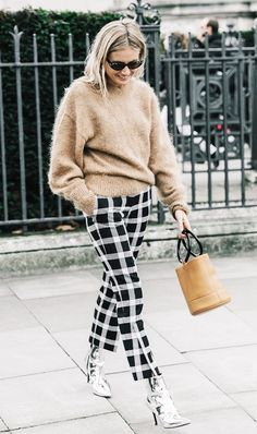 7 Best Looks From London Fashion Week (The Edit) London Fashion Week is over, but left us with tons of style inspiration. Street Style Trends, Autumn Street Style, Street Style Looks, Fall Street Styles, Winter Style, Fashion Blogger Instagram, Fashion Blogger Style, Fashion Bloggers, Fashion Clothes