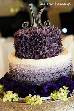 The intricacy of this ombre cake is amazing!! Adding texture is what really seems to make these ombre colors pop.