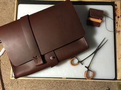 Leather handbag made from English Chestnut oil tanned leather from Springfield Leather. Soft texture with a rich dark color. Handmade and hand-stitched in Raleigh, NC. #leather #handmade, #handbag, #leatherbag, #handcrafted, #Raleigh, #North Carolina