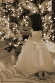 Christmas tree photos with party dresses (photo via A Thoughtful Place) Christmas Swags, Gold Christmas, Christmas Photos, Beautiful Christmas, Winter Christmas, Christmas Home, Christmas Tree Decorations, Merry Christmas, Christmas Colors