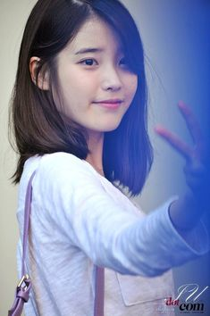 Here's the list of top 10 most successful and beautiful Korean drama actresses who have wonderful screen presence, can sing and dance, are TV and radio hosts or have successful modeling careers! Here you will also find some K-drama recommendations! Iu Short Hair, Asian Short Hair, Short Hair Styles, Layered Haircuts With Bangs, Hairstyles With Bangs, Iu Hairstyle, Snsd Yuri, Blonde Anime Girl, Young Kim