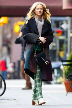 Jennifer Lawrence Street Fashion - West Village, New York City Jennifer Lawrence Style, Outfits and Clothes. Legging Outfits, Sporty Outfits, Fashion Outfits, Nike Outfits, Fall Outfits, Celebrity Dresses, Celebrity Style, Jennifer Lawrence Style, The Hunger Games