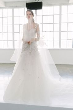 See the complete Marchesa Bridal Spring 2018 collection.