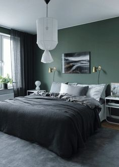 Green wall design: How to use color effectively - DECO HOME - green-wall paint -… Informations About Wandgestaltung Grün: So setzen Sie die Farbe effektvoll ei - Modern Mens Bedroom, Modern Bedroom Decor, Home Bedroom, Master Bedrooms, Trendy Bedroom, Dark Bedrooms, Master Bath, Bedrooms For Men, Men's Bedroom Design
