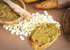 Krem z białej czekolady i pistacji