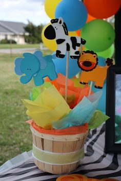 Center piece for any safari/jungle animal party.