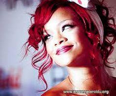 Rihanna benim örnek aldığım kadın kadındanda öte, bir ışık ,harika ,seviyorum diyemem ama özgüvenine bayılıyorum. Dünyaya bir hedye sanki :3
