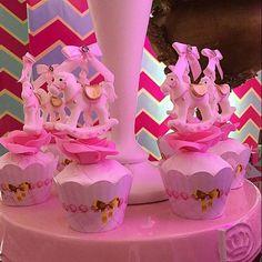 Os cupcakes traziam lindos cavalinhos...