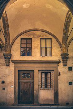 Door in Florence. Piazza SS Annunziata. Ospedale degli Innocenti.