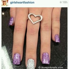 LOVIN these pretty sparkly nails!!!! <3