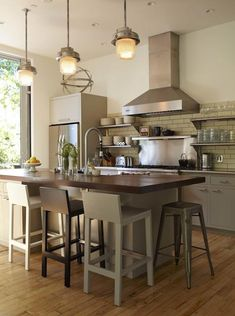 Steal This Look: Mill Valley Loft-Style Kitchen - Remodelista Small White Kitchens, Cool Kitchens, New Kitchen, Kitchen Dining, Loft Kitchen, Kitchen Shelves, Kitchen Interior, Vintage Kitchen, Dining Room