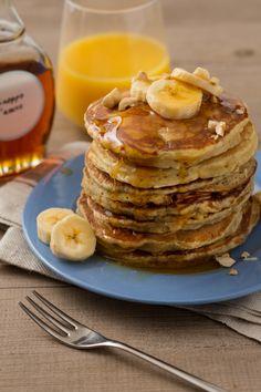 Pancake alla banana: le classiche frittelle made in USA si arricchiscono e diventano ancora più golose. Buon brunch! [Banana pancakes]