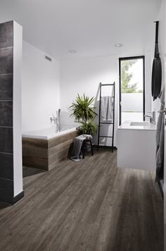 Modern interieur and taupe on pinterest - Tapijt badkamer hout ...