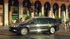 Citroën C5 Tourer łączy elegancję z przestronności kombi. Jedno spojrzenie i wiesz, że zrobisz dobry interes. Jest dynamiczny i stylowy - z eleganckim przodem, mocnym tyłem i idealnie wyważoną linią całego nadwozia. http://www.citroen.pl/home/#/citroen-c5-tourer/