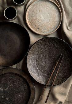 stages of clay dark clay ceramic plates Ceramic Tableware, Ceramic Clay, Kitchenware, Pottery Plates, Ceramic Pottery, Wabi Sabi, Portfolio Fotografia, Food Photography Props, Pottery Techniques