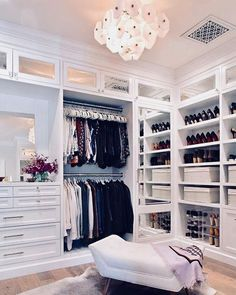 Walk In Closet Ideas - Trying to find some fresh ideas to renovate your closet? Visit our gallery of leading luxury walk in closet design ideas and photos. Walk In Closet Small, Walk In Closet Design, Bedroom Closet Design, Master Bedroom Closet, Closet Designs, Bedroom Decor, Design Room, Dream Bedroom, Luxury Master Bedroom