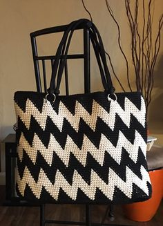 Discover thousands of images about Denise Crochet Tote Bag (Zigzag Stripes Pattern) Zig Zag Crochet, Free Crochet Bag, Crochet Purse Patterns, Crochet Tote, Chunky Crochet, Tote Pattern, Crochet Handbags, Crochet Purses, Sewing Patterns