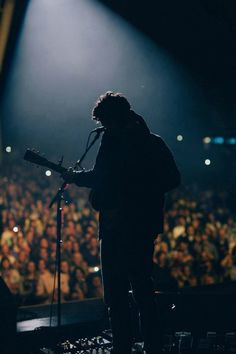 I want to be in one of his crowds some day John Mayer ❤ John Mayer, John Clayton, Thomas Rhett, Dear John, Music Artwork, Music Film, Music Stuff, Music Bands, Music Artists