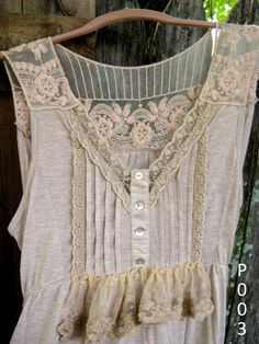 perfect lace & pin-tucked ruffled Spring-Summer top