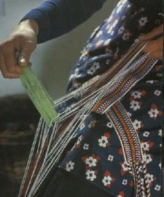Alva Mac Gowan explores Ireland's traditional woven belt, the Crios. These colourful bands were normally worn with a waistcoat or bástchóta, and home-spun tweed trousers. Inkle Weaving, Tablet Weaving, Traditional Irish Clothing, Irish Customs, Aran Jumper, Tweed Trousers, Irish Language, Culture Clothing, Aesthetic Women