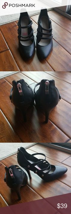Vince camuto high heel Super HOT!!  3 straps in front, zipper in back, worn maybe 3 times, in great shape! Vince Camuto Shoes Heels