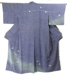 This is an elegant houmongi with beautiful bird and shading pattern, which is dyed with yuzen technique.  In the grayish blue background, star like dot pattern is dyed.