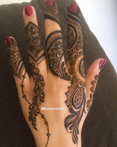 Unique back of the hand mehendi Modern Henna Designs, Latest Henna Designs, Floral Henna Designs, Finger Henna Designs, Arabic Henna Designs, Mehndi Designs For Girls, Mehndi Designs 2018, Mehndi Designs For Fingers, Mehndi Design Pictures