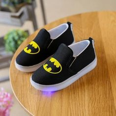 17.99$ - Children Light Up Shoes With Light New Batman Lighted Sport Boys Shoes Free Shipping #kids #kidsFashion #kidsShoes Baby Boy Shoes, Toddler Shoes, Boys Shoes, Boy Toddler, Light Up Shoes, Lit Shoes, Prince Shoes, Batman Shoes, Baby Shop Online