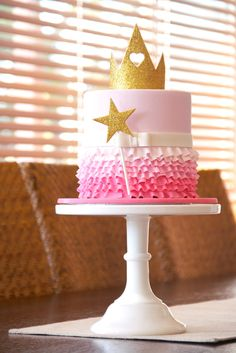 Couture Cupcakes & Cookies: One-tier 'Mikayla' ruffle cake Pretty Cakes, Cute Cakes, Beautiful Cakes, Amazing Cakes, Princess Birthday, Princess Party, Princess Cakes, Gateaux Cake, Ruffle Cake