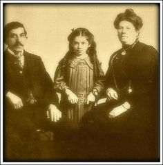 *EVA HART ~ (1905-1996) with her parents: was 7 yrs old at the time of the disaster in 1912 + she had graphic memories of it. She died in 1996.