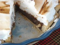 Mommy's Kitchen - Recipes From my Texas Kitchen:The best Old Fashioned, Diner Style Chocolate Meringue Pie. A Rich homemade chocolate pudding pie topped with a fluffy meringue. Chocolate Meringue Pie, Homemade Chocolate Pudding, Chocolate Pie Recipes, Chocolate Pies, Chocolate Cream, Cooking Chocolate, Just Desserts, Delicious Desserts, Yummy Food