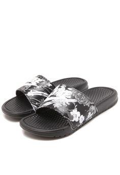 9e3ebcd775 Chinelo Nike Sportswear WMNS Benassi Preto