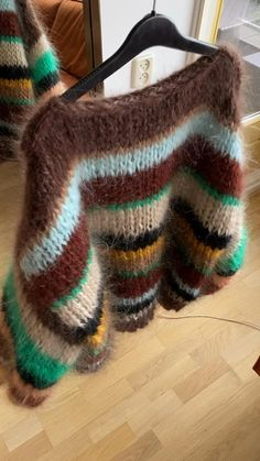 Jumper Designs, Sweater Design, Chunky Knit Jumper, Mohair Sweater, Knitwear Fashion, Knit Fashion, Clothing Photography, Knitted Hats, Knit Crochet
