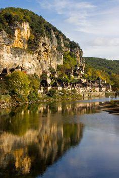 La Roque-Gageac France World Most Beautiful Place, Beautiful Places, Great Places, Places To See, Places To Travel, Travel Destinations, La Roque Gageac, La Dordogne, Ville France
