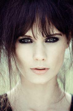 Zooey Deschanel prom makeup?