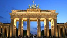 das offene Brandenburger Tor das Zeichen für unsere Wiedervereinigung und Freiheit