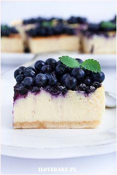 Sernik z białą czekoladą Cheesecake, Food Porn, Sweets, Baking, Recipes, Cakes, Simple Cakes, Food, Gummi Candy