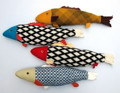 Fabric fish would make these for My Chihuahua. yes she likes kitty toys Fabric Fish, Fabric Art, Fabric Crafts, Fabric Toys, Sewing Toys, Sewing Crafts, Craft Projects, Sewing Projects, Toy Art