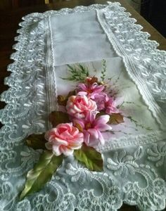 camino de mesa con flores armadas y pintado a mano from my hands
