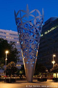 The Chalice after Sunset, Cathedral Square, Christchurch, Canterbury, New Zealand. Landscape Elements, Landscape Concept, Steel Sculpture, Sculpture Art, Artistic Installation, Steel Art, Luminaire Design, Outdoor Sculpture, Art For Art Sake