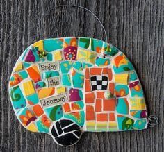 Mosaic Flower Pots, Mosaic Pots, Mosaic Diy, Mosaic Garden, Mosaic Glass, Mosaic Ideas, Stained Glass, Mosaic Birdbath, Pebble Mosaic