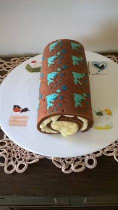 Rocambole de golfinhos - massa de chocolate e recheio de beijinho!!!!