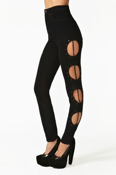 I thought these were leggings at frist. but they're actual JEANS! With actual CHAIN! Effing stellar if you ask me. Hyperlink Jeans via Nasty Gal Stylish Outfits, Cool Outfits, Fashion Outfits, Womens Fashion, Stylish Clothes, High Waisted Black Jeans, Just Girl Things, Tight Leggings, Nasty Gal