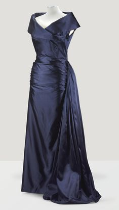 1948 Balenciaga Haute Couture, A Midnight-Blue Duchesse satin Evening Gown with side drapes to skirt, from the Wardrobe of Madame Cecile De Rothschild 1940s Fashion, Timeless Fashion, Vintage Fashion, Vintage Gowns, Vintage Outfits, Beautiful Gowns, Beautiful Outfits, Vintage Balenciaga, Satin Duchesse