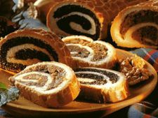 Cozonac beigli unguresc cu nuci si stafide Hungarian Desserts, Portuguese Desserts, Scottish Recipes, Turkish Recipes, Scones, Christmas Food Treats, Christmas Foods, Christmas Recipes, Romanian Food