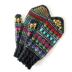 Ravelry: Taimitarhan Kukkalapaset pattern by Niina Laitinen Fair Isle Knitting, Knitting Socks, Knit Socks, Crochet Mittens, Knit Crochet, Wrist Warmers, Mitten Gloves, Ravelry, Free Pattern