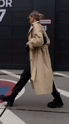 Follow our Pinterest Zaza_muse for more similar pictures :) Instagram: @zaza.muse   Women's fashion. Style inspiration High Fashion, Womens Fashion, Fall Winter Outfits, Boyfriend Material, Skating, Trench, September, Street Style, Style Inspiration