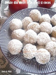 Bilute-din-mere rase-nuci si-cocos-2 Romanian Desserts, Sweet Cakes, Baby Food Recipes, Coco, Muffin, Good Food, Sweets, Candy, Vegan