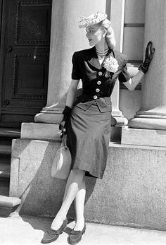 Pin-Up Vintage Fashion Noir Retro Culture Burlesque Movies and more. Fashion Moda, Retro Fashion, Vintage Fashion, 1940s Fashion Women, Fashion 2014, Fashion Black, Glamour Vintage, Vintage Beauty, Retro Mode