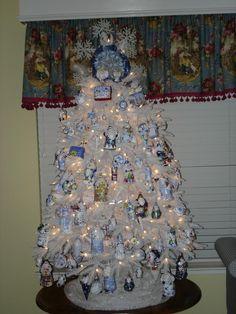cute colors. white blue christmas tree =)